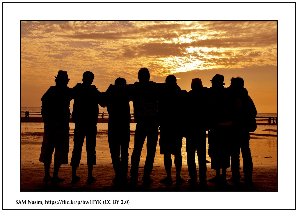 Image showing friends together in front of the sea